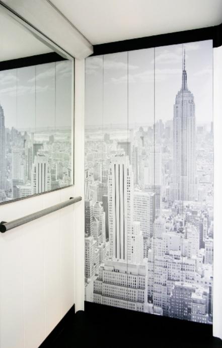 Ascensore con pannelli decorati realizzato da Arno Manetti